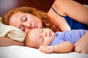 Grab_Bag_mother_baby_cosleeping_bedsharing_iStock_000020256682Small-Chris-Fertnig-615x409